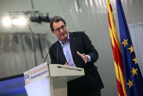 Artur Mas con las banderas catalana y de la UE