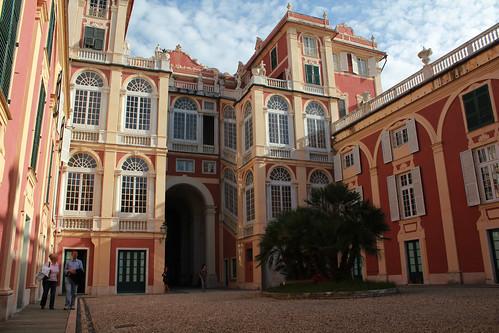 Palazzo reale: cortile