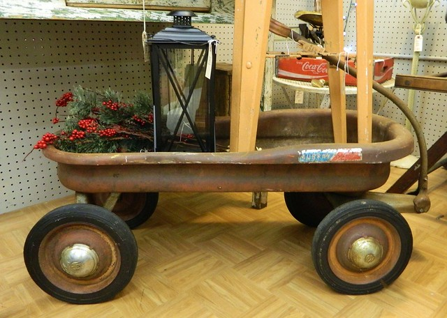 antique wagon via homeologymodernvintage.com