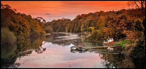 uk blue autumn sunset red sky orange reflection green water leaves yellow reflections river boats boat purple northeast tamron1750f28 canon40d