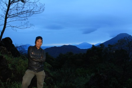 Sunrise Hunting in Sikunir Peak, Dieng Plateu-Wonosobo