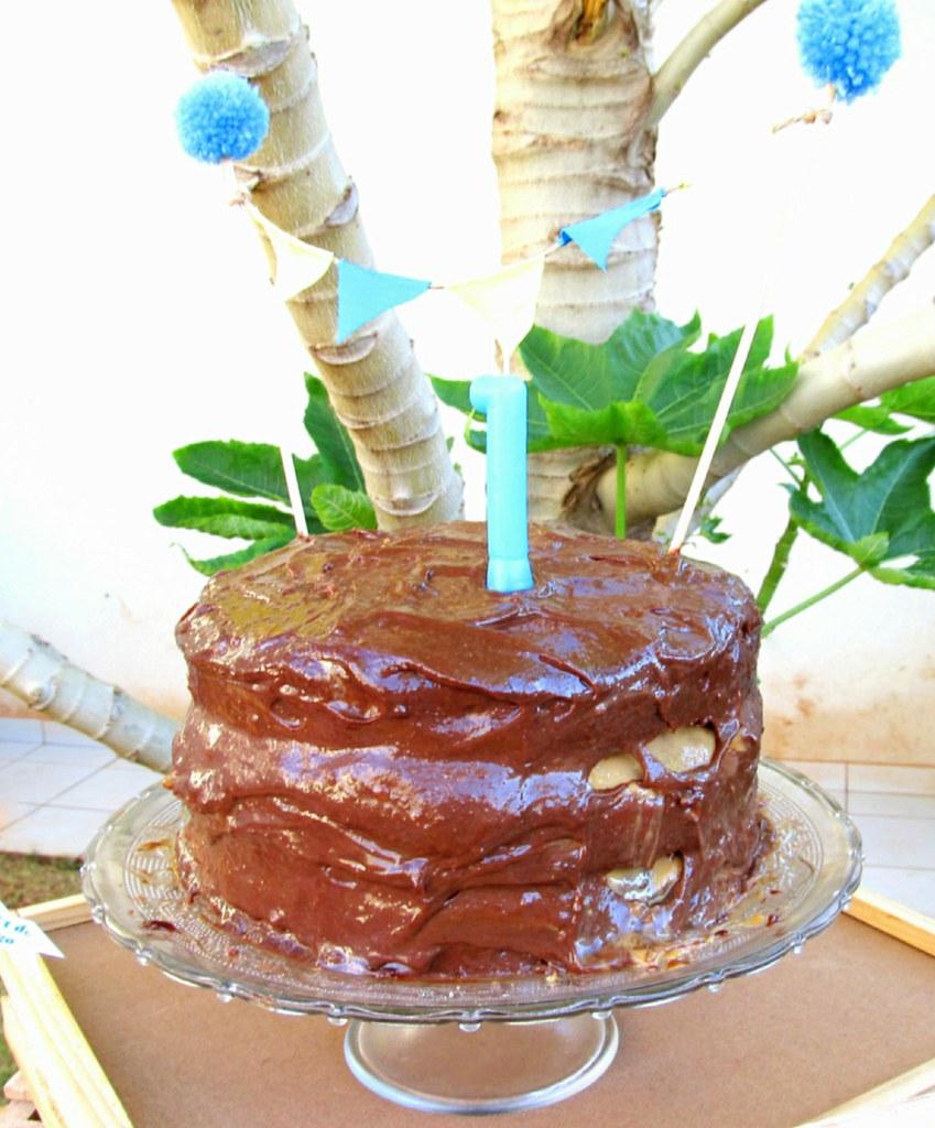 bolo de aniversário de chocolate e doce de leite de aniversário