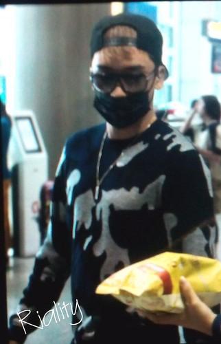 BIGBANG arrival ICN Seoul from Taiwan 2015-09-28 (19)