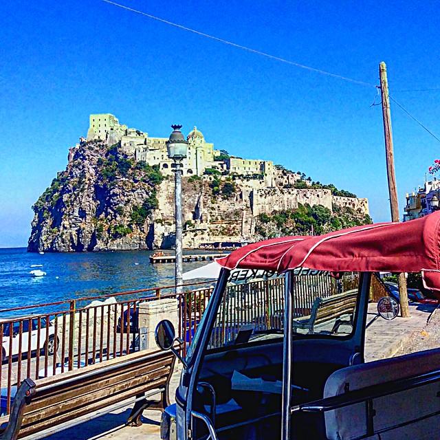 Ischia in motoretta #ischia #traveller #travel #motoretta #castelloaragonese #ischiaponte #world #discovery #mediterraneansea
