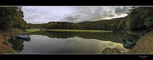 autumn panorama reflection forest boats symmetry damm luxembourg barrage naturpark sûre hautesûre obersauer uppersûre luxembourgardennes pontmisere