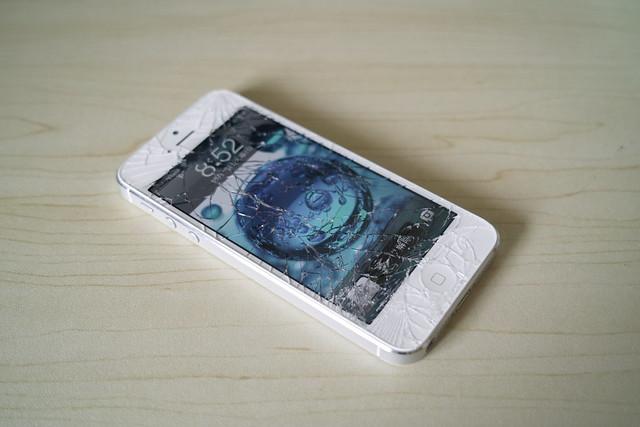 iPhone 5 落としてガラス割っちまった.. orz