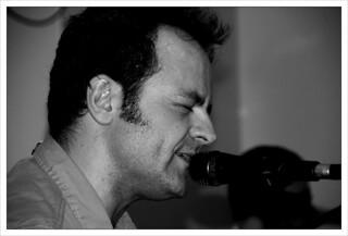 Cantante y Guitarra: Hugo Allende