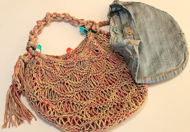 Crochet Wire Bags : Now that your lining is finished, it is time to sew it into your purse ...