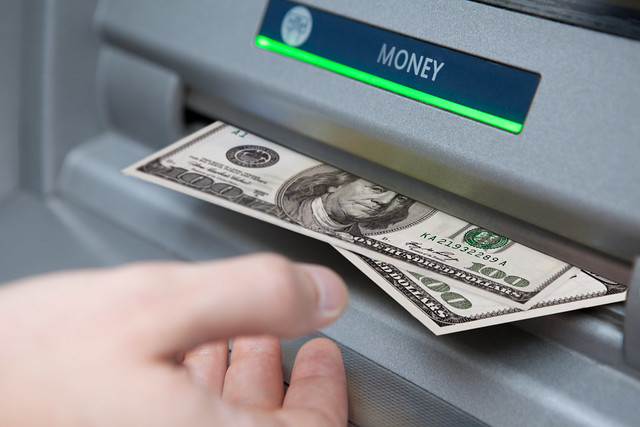 travel tips money cash machine