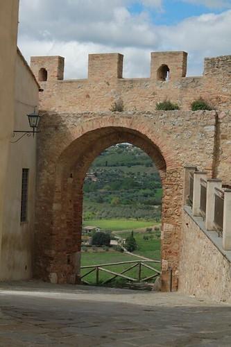 Magliano in Toscana: porta del paese