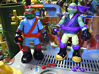 "Nickelodeon ""MUTAGEN OOZE"" TEENAGE MUTANT NINJA TURTLES :: OOZE TOSSIN' RAPH & OOZE SCOOPIN' DONNIE i (( 2013 ))"
