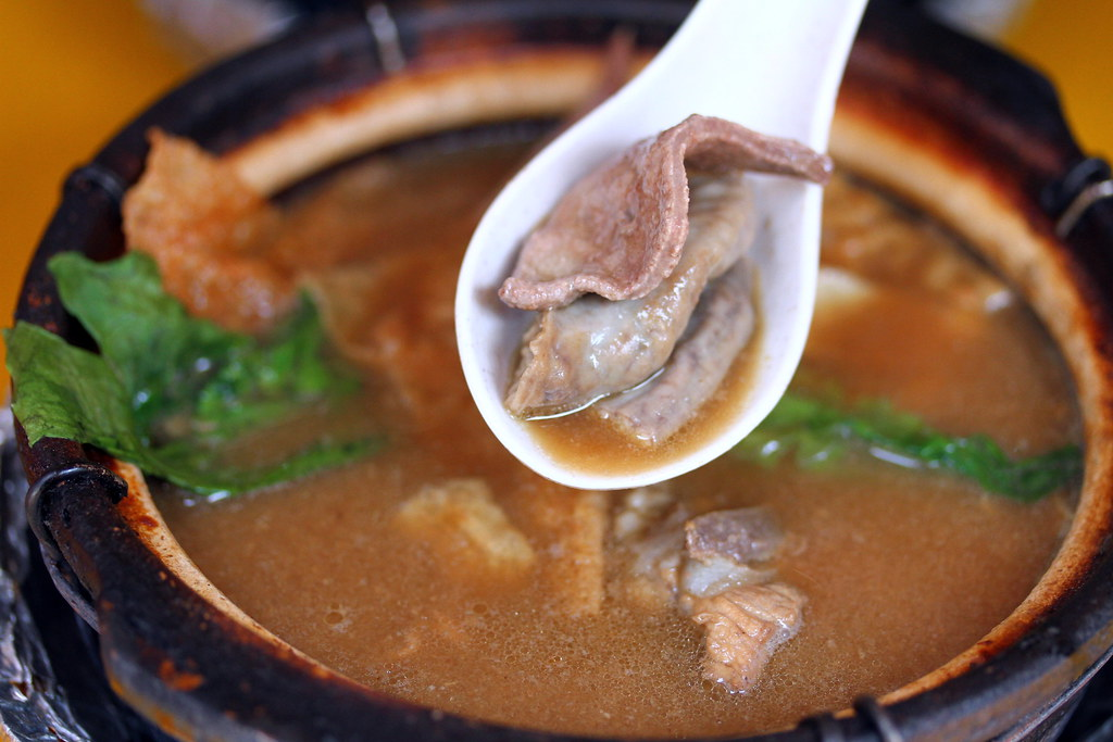 Leong Kee (Klang) Bak Kut Teh: bak kut teh with pork ribs and intestines