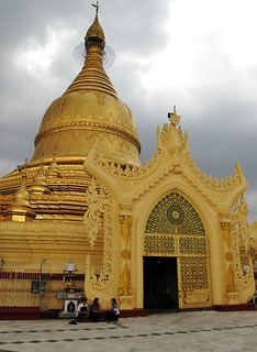 Extravagant entrance to another stupa
