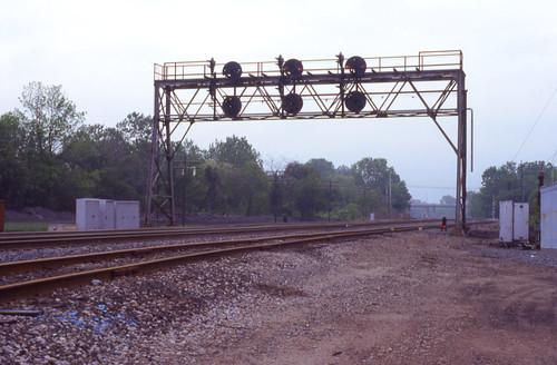 railroad bridge light ohio train crestline wayne line ft signal position prr conrail cpwestcrest