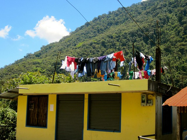 hanging-clothes-rutadelascascadas