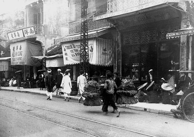 VIETNAM 1920-30 - Photo by Charles Peyrin (1) - Phố Hàng Đào Hà Nội