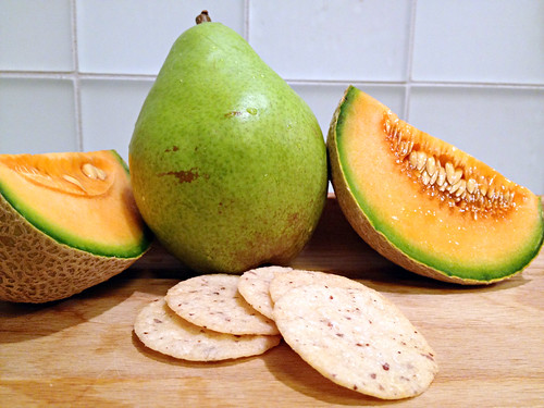 Cantaloupe, pear, nut thins