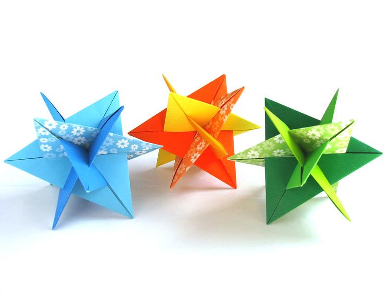Оригами из модулей кубик с дырками