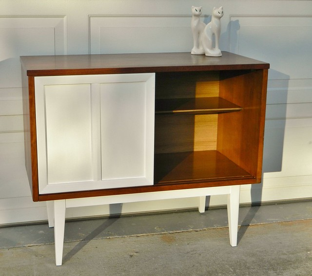 mid century media center via homeologymodernvintage.com