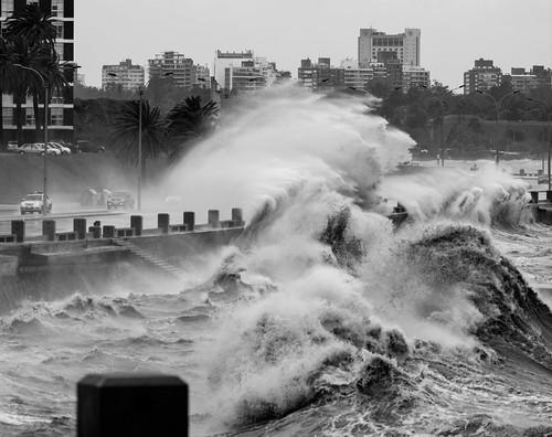 [フリー画像素材] 都市・街, 海, 波, モノクロ, 風景 - ウルグアイ ID:201210271200