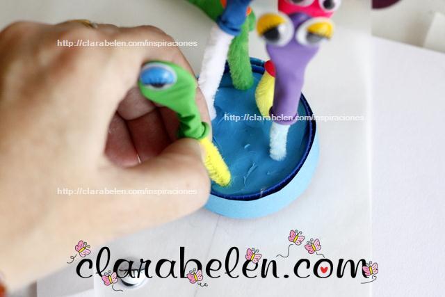 Halloween para niños_Monstruos espaciales con limpiapipas y globos