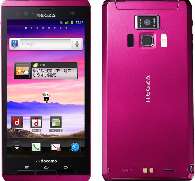 REGZA Phone T-01D 実物大の製品画像
