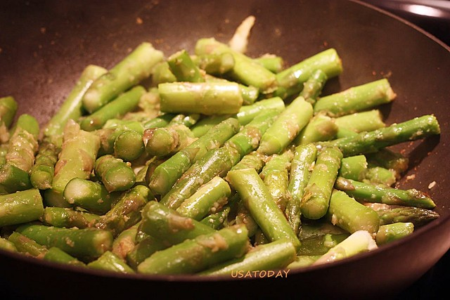 綠蘆筍炒蝦仁 Stir Fry Asparagus with Shrimp 5