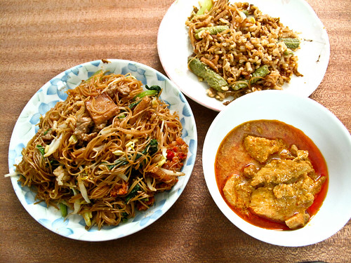 IMG_0068 Dinner : fried rice , fried beehoon and pork curry