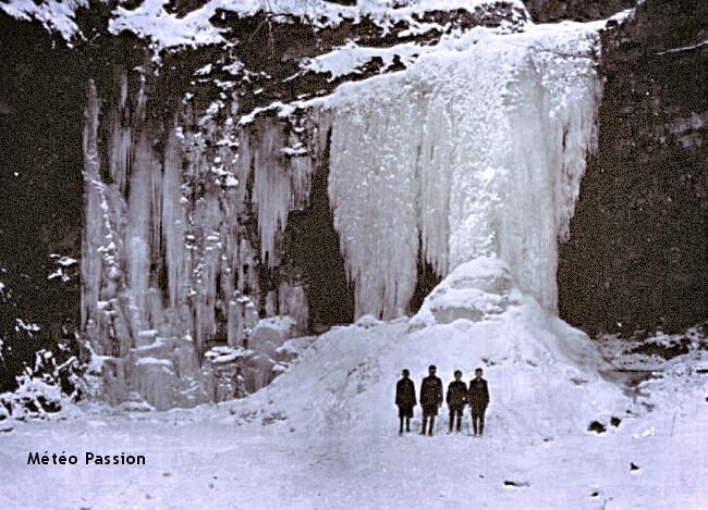 cascades de Dalcairnie intégralement gelées durant l'hiver 1947 au Royaume-Uni météopassion