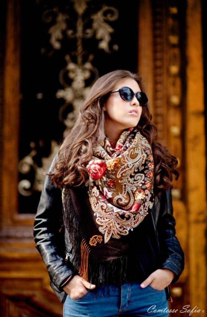 comtesse_sofia_tuileries_caramel_scarf_1