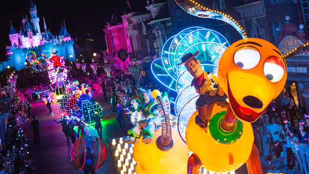 hkdl-ent-disney-paint-the-night-parade-hero-00