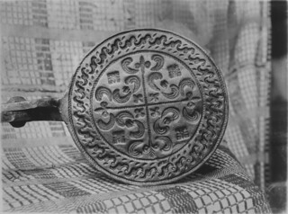 Circular cooking surfaces for cooking Goro bread / Plaque de cuisson circulaire pour faire des gaufres