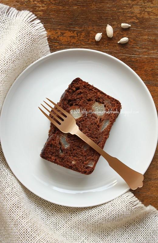 Cake con cioccolato e pere al cardamomo