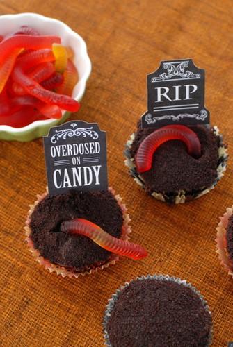 cupcakes cupcake decorating gummy worm halloween halloween cupcake
