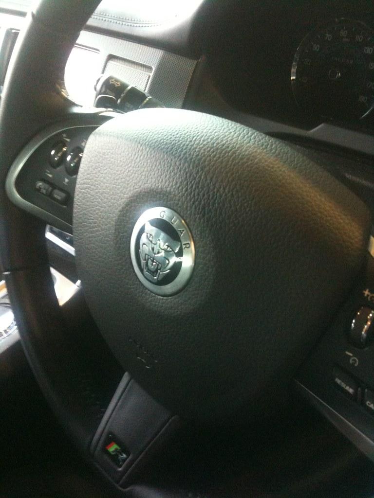 Volante de un Jaguar