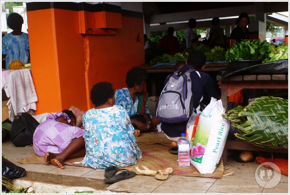 2012 08 01_Magda i Tomek Dookola Swiata_Vanuatu-rynek_P1050241