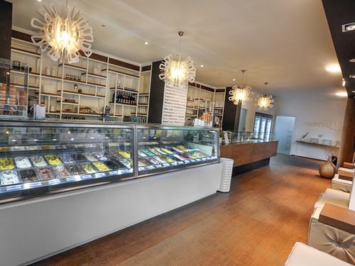 Interior decorating idea gallery ice cream parlour for Modern coffee bar design