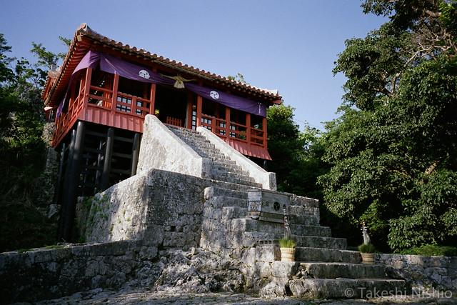 拝殿 / Main shrine
