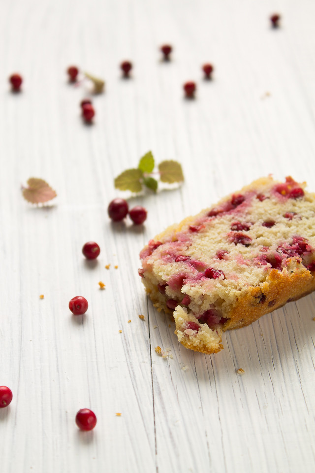 Rice and Yogurt Cake with Cowberries