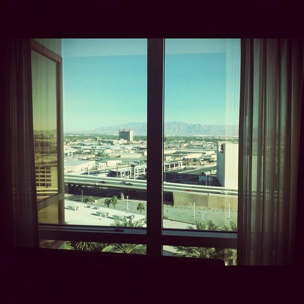 Вид из окна номера 8:56 утра