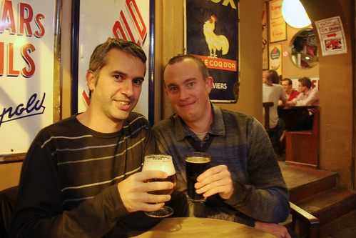 Simon and Erik drinking in Delirium Cafe