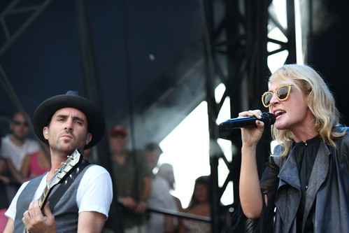 Metric's James Shaw and Emily Haines performing