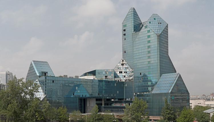 Зенит (деловой центр). Zenith (business center).