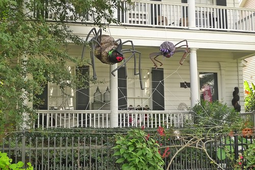 Spot some of the best halloween decorated houses in the - Decoration halloween fait maison ...