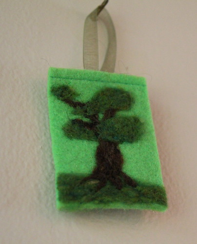 Felted Tree Ornament IC21