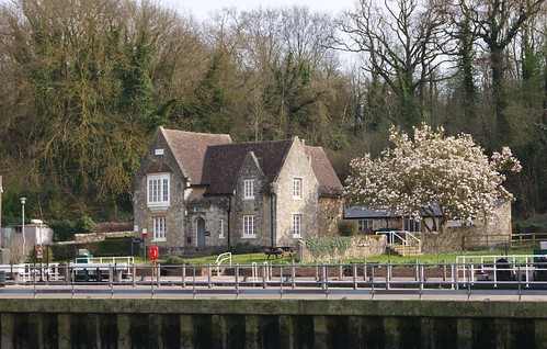 Lock House, Allington Locks, Kent by john47kent