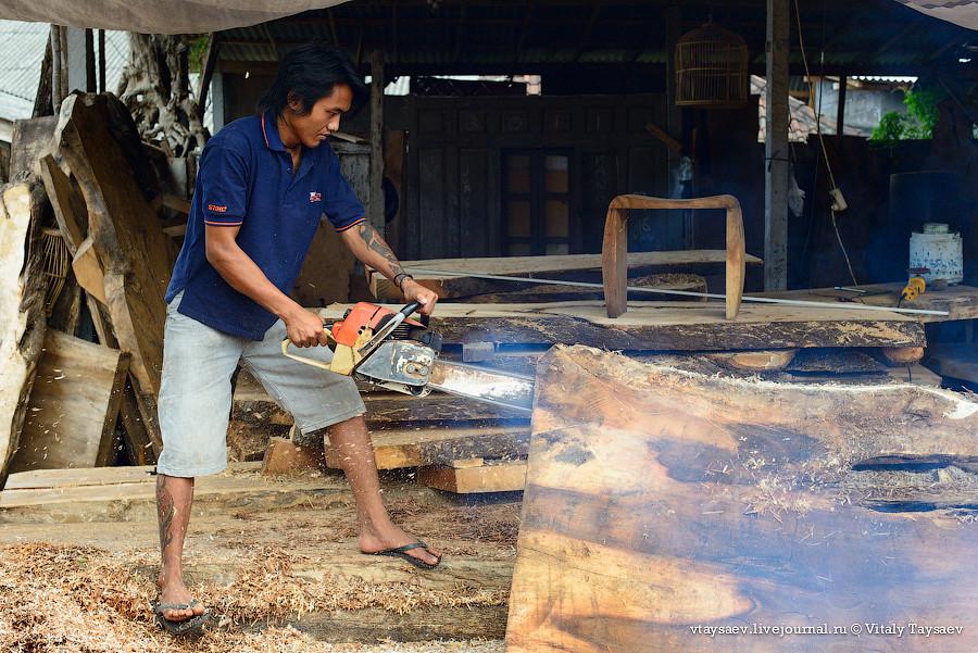 Mas woodcarvers, Bali