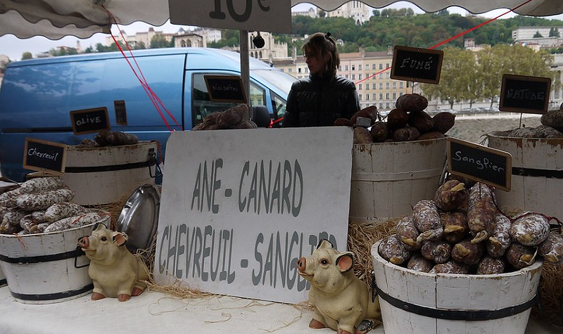 03 腊肠摊,有驴肉、鸭肉、狍子、野猪四味