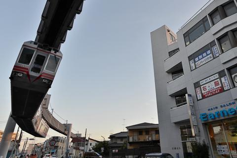 長男も乗れ〜る 湘南モノレール