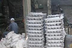 小規模的煉鉛業所排放的污染導致鄰近居民健康問題(照片由布萊克史密斯研究所提供)
